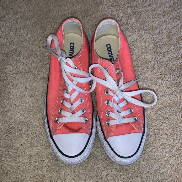 Size 7 coral colored converse, low rise